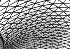 Geometrías (_Zahira_) Tags: b bw london lafotodelasemana olympus bn londres highkey lineas geometria e500 uro clavealta 100vistas p1f1 ltytrx5 ltytr2 ltytr1 ltytr3 ltytr4 ltytr5