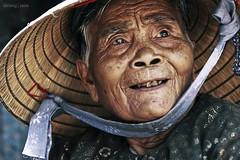 The look (-clicking-) Tags: old portrait look time vietnam older aged cry supershot mywinners nónlá goldstaraward 100commentgroup vividstriking