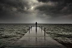 .prmeros sntomas. (Ma Vera) Tags: winter sea lake valencia rain lago mar lluvia bn nubes embarcadero tormenta invierno albufera revuelto lalbufera mavera