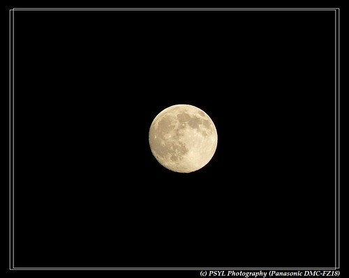 Almost full moon on 2009-11-30