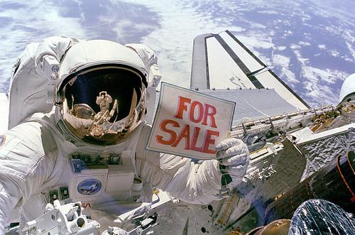 Fogonazos: The Astronaut Who Caught a Satellite