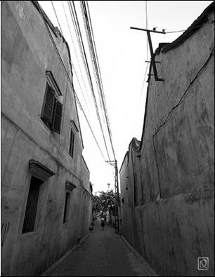 Narrow alley in Hoi An, Vietnam