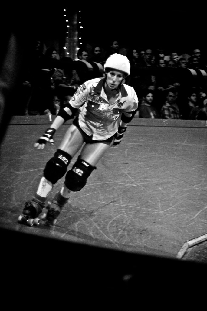 Amazing hot fast diva jammer Gori Spelling skates during roller derby bout in Los Angeles