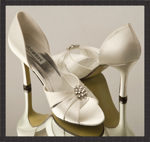 Ivory wedding shoes with fancy decorations