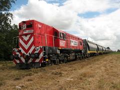 La roja en Villegas (kilómetro9) Tags: ferrocarril emd gr12 generalvillegas fepsa