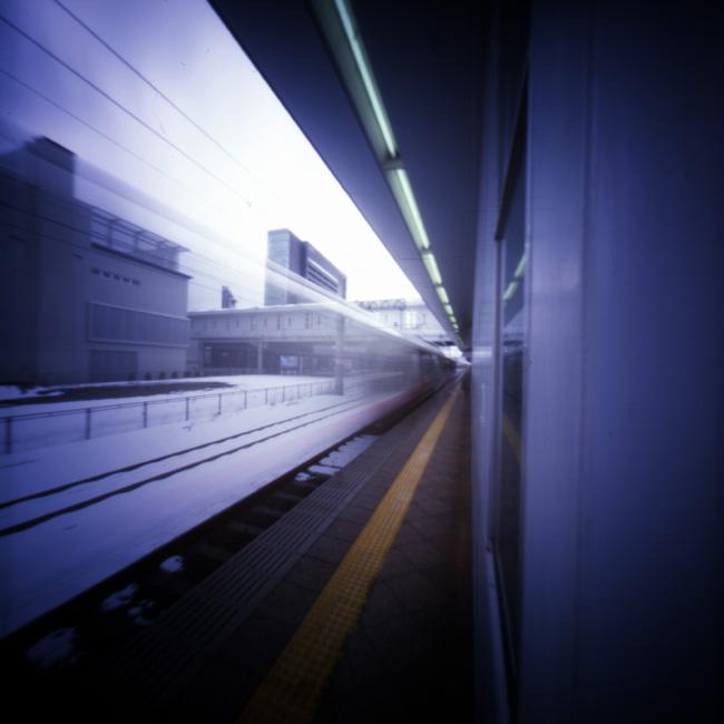 この写真をクリックすると、私のフリッカー掲載サイトのページが別ウィンドウで開きます。http://www.flickr.com/photos/harianabito/4438702178/「秋田駅 秋田新幹線「こまち」入線」なお、この画像より小さなものとなります。