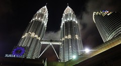 2010_ac_Petronas Twin Towers (Wellsman2010) Tags: architecture buildings landscape asia nightscape skyscrapers sony petronas cybershot malaysia twintowers kualalumpur kl klcc abigfave colorphotoaward wx1 awesomeasia