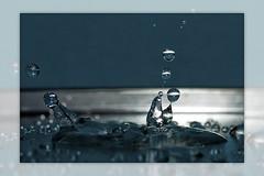 Splash chaos (Thomaniac) Tags: light macro reflection water closeup licht droplets hit wasser drop refraction form splash shape nahaufnahme tropfen spritzer aufschlag efs60mmmacro canoneos450d thomaniac