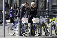 Vienna City Bike Couple 2 (Mikael Colville-Andersen) Tags: vienna wien bike bicycle austria couple citybike streetstyle bikeshare cyclechic