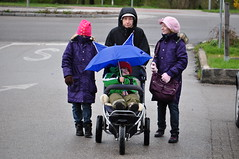 Isale (anuwintschalek) Tags: rain umbrella austria wanda spring 85mm paula april kalle niedersterreich regen piia 2010 frhling vihm kevad regenschirm wienerneustadt lapsed micronikkor tibu nikond90 vihmavari