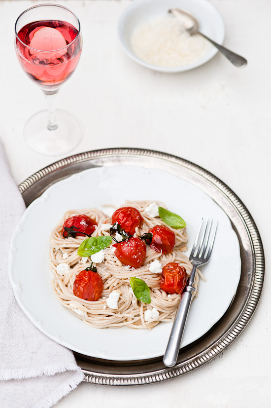 Roasted tomatoes spaghetti