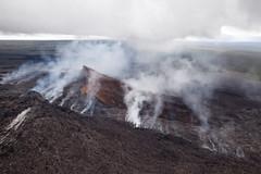 Kilauea, Pu'u O'o Crater, Hawai'i (Big Island) (Roger Gerbig) Tags: kilauea puuoo hawaii bigisland volcano helicopter rogergerbig easternriftzone eruption canoneos5dmarkii ef24105mmf4lisusm volcaniccone fullframe 2675