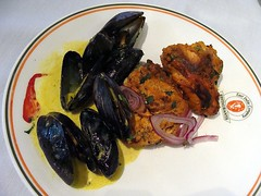 Mussels Korma and Tandoori Chicken (knightbefore_99) Tags: city food canada art chicken lunch winnipeg indian manitoba spicy buffet mussels tandoori korma eastindiacompany
