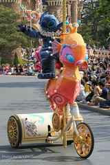 DDE May 2013 - Happiness is Here Parade (PeterPanFan) Tags: travel vacation japan canon tokyo spring asia stitch character may parades disney parade chiba tokyodisneyland tdl 626 dde disneycharacters tdr disneycharacter urayasu chibaken tokyodisneyresort disneylandpark experiment626 disneyparade tokyodisney tokyodisneylandresort 2013 disneyparks urayasushi disneyparades disneydreamers tokyodisneylandpark canoneos5dmarkiii happinessishere recentstars seasonsholidaysandevents disneydreamerseverywhere happinessishereparade