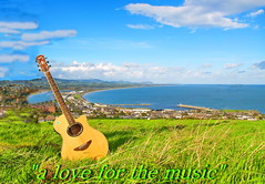 A LOVE FOR THE MUSIC (museque) Tags: {vision}:{outdoor}=099 {vision}:{clouds}=0858 {vision}:{mountain}=0882 {vision}:{sky}=0954