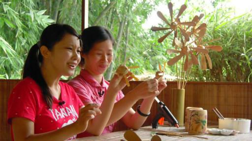 竹山镇竹文化园区不断研发生产出各种竹制品。