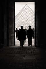 Grand entrance (BrianEden) Tags: france xpro1 blackandwhite tourists visitors louvremuseum people musee louvre fujifilm silhouette paris fuji pyramide bw doorway pyramid museedulouvre ãledefrance fr