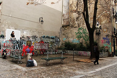 Street (thebjulia) Tags: paris france street graffiti monalisa people париж франция граффити улица скамейка люди
