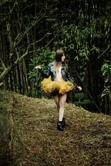 2017-03-20_03-14-17 (#ProjectOsa) Tags: balllerina ballet tutu forest tacones chaquetadecuero blackandyellow