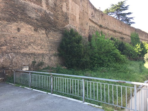 Porta Pinciana, Rome, another view on the missing railing