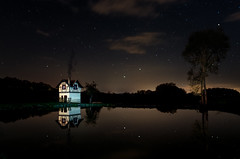 Witch's Cottage - Hexenhäuschen Bamberg (Thomas Paal Photography) Tags: witch cottage bamberg cabin hexenhaus hexenhäuschen stegaurach franken franconia bayern germany deutschland stars night long exposure lake see reflection