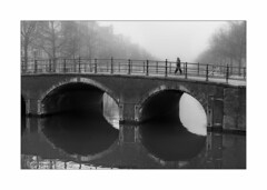 A Foggy Day (Nico Geerlings) Tags: ngimages nicogeerlings nicogeerlingsphotography leicammonochrom 50mm summilux amsterdam keizersgracht holland netherlands