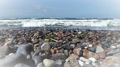 Strand (A.Dragonheart) Tags: natur nature outdoor strand beach steine stones wellen waves wasser water ostsee baltic sea sky himmel blau blue landschaft landscape