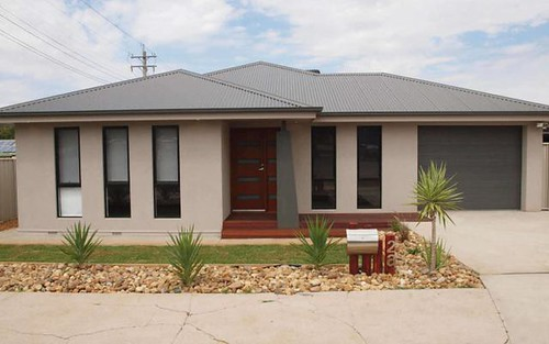 2A Douglas Street, Narrandera NSW 2700