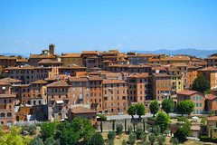 Bright colors (monicamalfatti) Tags: siena city houses love beauty toscana tuscany italia italy italien photography passion case paesaggi paesaggitoscani