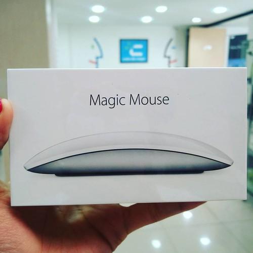 Magic Mouse de Apple, ideal para completar tu experiencia Mac. #cadadiamejor. Visita nuestra tienda o llámanos Bogotá: (1) 381 9922 - Medellín: (4) 204 0707 - Cali (2) 891 2999 - Barranquilla: (5) 316 1300 - Pereira: (6) 335 9494 - Celular/WhatsApp: (316)