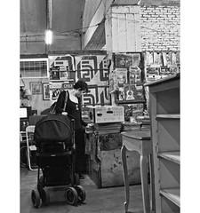 PERSA BIO-BIO 257 (ORANGUTANO / Aldo Fontana) Tags: chile santiagodechile regiónmetropolitana persabiobio rastro canong10 ciudad city blancoynegro orangutano aldofontana flickr mercadodelaspulgas calle street people
