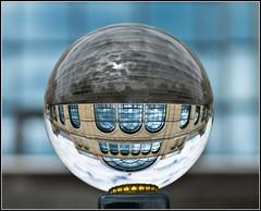 Die Welt steht Kopf - Das Floragebäude im Botanischen Garten Cologne (chelis6252) Tags: glaskugelgekugelisges spiegelungen chelis62flora