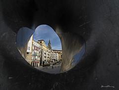 Espejo de piedra.- Stone mirror. Nº 200 (Yon Ibarrra (+ 1.000.000 VISITAS)) Tags: escultura esculture black negro piedra stone vista view plaza square colors colores light luz vetas streaks cielo sky paisvasco vitoriagasteiz alavaaraba euskadi basquecountry españa europe