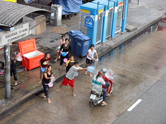 take this! (the foreign photographer - ฝรั่งถ่) Tags: children young people throwing water bus stop phahoyolthin road bangkhen bangkok thailand canon motorcycle pillion passenger
