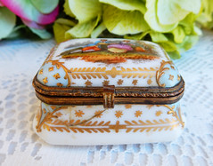 Antique Meissen Porcelain Covered Trinket Box ~ Victorian ~ Gold Encrusted (Donna's Collectables) Tags: antique meissen porcelain covered trinket box ~ victorian gold encrusted