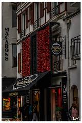 """Decor de piment - """"Wall pepper"""" - Espelette (Pyrénées-Atlantiques-64) (JHP Photographies) Tags: france sudouest  francesudouest pyrénéesatlantiques paysbasque espelette paysage espelette labourd euskalherria etxea typical house typicalhouse basque piment peppers"""