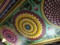 Roof decoration - Meenakshi Amman Temple - Madurai Tamil Nadu India (WanderingPhotosPJB) Tags: india tamilnadu madurai meenakshiammantemple hindu hinduism colourful roof ceiling decoration painting lotusflowers