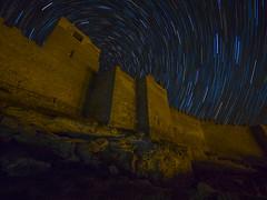 Fortaleza Califal de Gormaz, Soria. (juanolas1966) Tags: gormaz fortaleza noche estrellas circumpolar califal