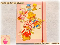 STRAWBERRY SHORTCAKE FRAGOLINA DOLCECUORE Cartellina 1980 Folder (♥→Lara←♥) Tags: strawberryshortcake strawberryshortcakevintage strawberryshortcakefolder strawberryshortcakecartellina strawberryshortcakeelastico vintagefolder vintagecartellina vintagestationery americangreeetings