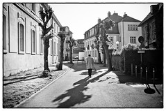 Walk the light (Das Fotoimaginarium) Tags: street sun white man black walking thomas supper fotoimaginarium szynkiewicz
