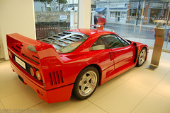 Ferrari F40 (kurzew) Tags: uk red england london italia ferrari exotic showroom supercars f40 458 hypercar redferraricombotestarossa grzegorzkurzwegkurzew