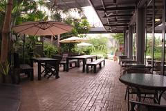 บรรยากาศด้านนอกร้าน be3 cafe ประดิษฐมนูธรรม
