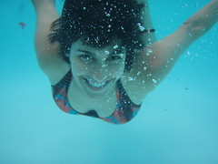 Ellie decides she can open her eyes after all (Lee Bennett) Tags: pool swim friend picnic underwater play