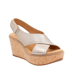 "Clarks Aisley Tulip sandal gold metallic • <a style=""font-size:0.8em;"" href=""http://www.flickr.com/photos/65413117@N03/32795791683/"" target=""_blank"">View on Flickr</a>"