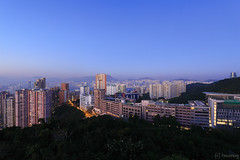 Braemar Hill at Blue Moment (tomosang R32m) Tags: bluemoment twilight 寶馬山 紅香爐峰 日落 sunset dusk 香港 hongkong northpoint 北角 hiking trekking トレッキング ハイキング 山歩き 展望地 lookout viewpoint panorama hungheunglofung yakei night 夜景 braemarhill canon eos
