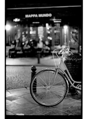 P44-2017-005 (lianefinch) Tags: argentic argentique monochrome blackandwhite blackwhite noirblanc noiretblanc bw urbain urban brussels bruxelles belgium belgique belgïe bar bistro troquet