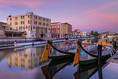 Aveiro, the Portuguese Venice (paulosilva3) Tags: aveiro ria de portugal sunrise sunset moliceiros boats colors ovos moles water lake river canon eos6d manfrotto lee filters lowepro