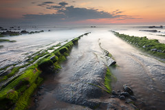 Barrika marea behera (Andoni Lamborena) Tags: haidareverse haidafilters filtroshaida haidainverso haida canon 5d2 sunset 5dmark2 atardecer barrika bizkaia flysch verde marea beach playa