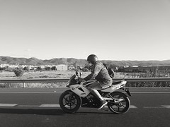 125cc (LUiS AFB) Tags: moto motorcycle motocicleta bw blanco negro carretera highway wheels drive driver conducir conductor speed veocidad 125cc mountains montañas honda cbr vehicle vehiculo