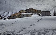 Castelluccio è solo ferito (EmozionInUnClick - l'Avventuriero's photos) Tags: castelluccio sibillini borgo inverno terremoto2016